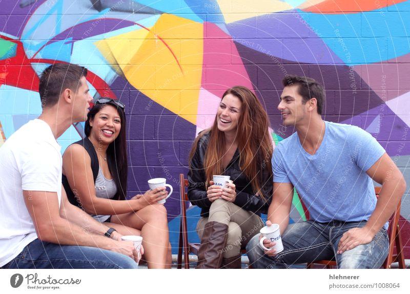 Pausenzeit trinken Kaffee Tee Lifestyle Freude Glück schön Freizeit & Hobby Sitzung sprechen Mensch Mädchen Frau Erwachsene Mann Freundschaft Mode Bekleidung