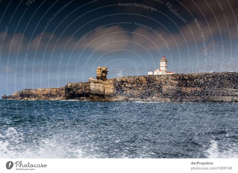 Leuchtturm bei Cabo Carvoeiro mit Gischt Freizeit & Hobby Ferien & Urlaub & Reisen Tourismus Ausflug Abenteuer Ferne Freiheit Sommerurlaub Wellen Umwelt Natur