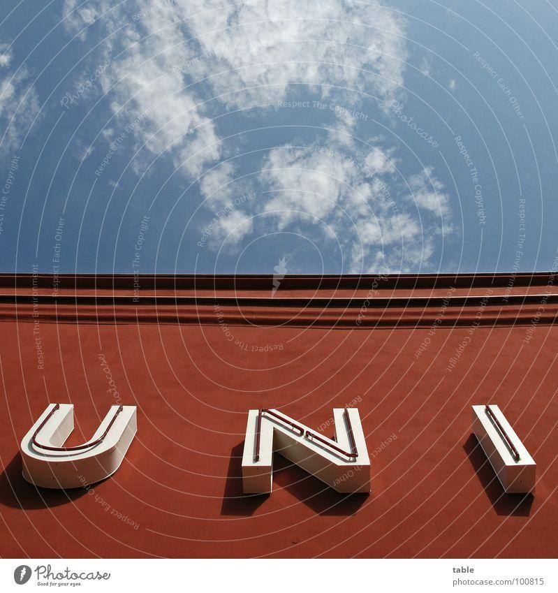 UNI Haus Sommer Kino rot weiß Wolken Buchstaben Wort Himmel Architektur Schriftzeichen Freude blau Studium Dachkante Berlin building sky cinema cloud letter red