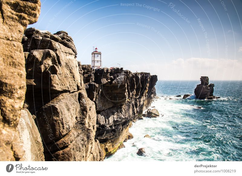 Leuchtturm auf der Halbinsel Peniche Natur Ferien & Urlaub & Reisen Pflanze Sommer Meer Landschaft Tier Ferne Umwelt Küste Freiheit Felsen Tourismus Wellen