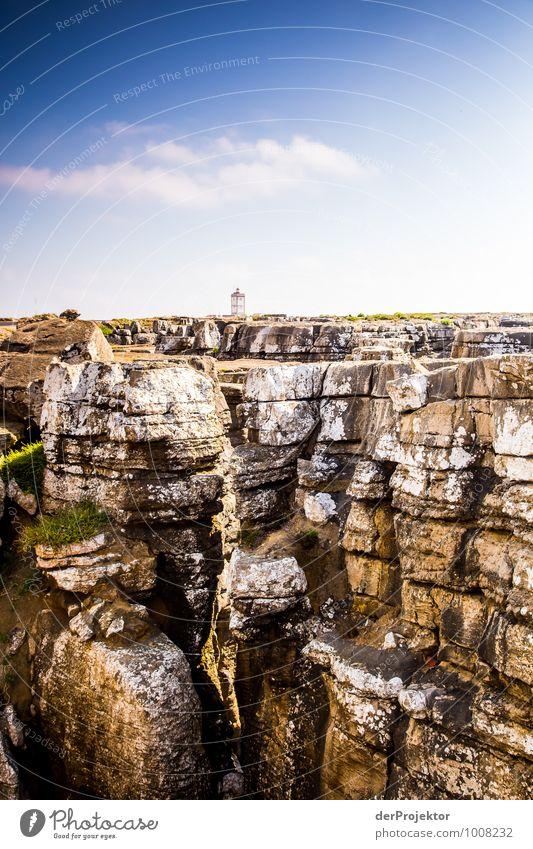 So klein und zerbrechlich: Leuchtturm bei Cabo Carvoeiro Natur Ferien & Urlaub & Reisen Pflanze Sommer Meer Landschaft Ferne Umwelt Küste Freiheit Felsen