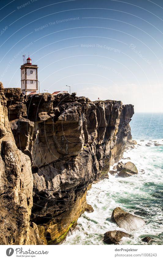Leuchtturm bei Cabo Carvoeiro 2 Ferien & Urlaub & Reisen Pflanze Sommer Meer Landschaft Ferne Umwelt Architektur Gefühle Küste Freiheit Felsen Wellen Tourismus Verkehr ästhetisch