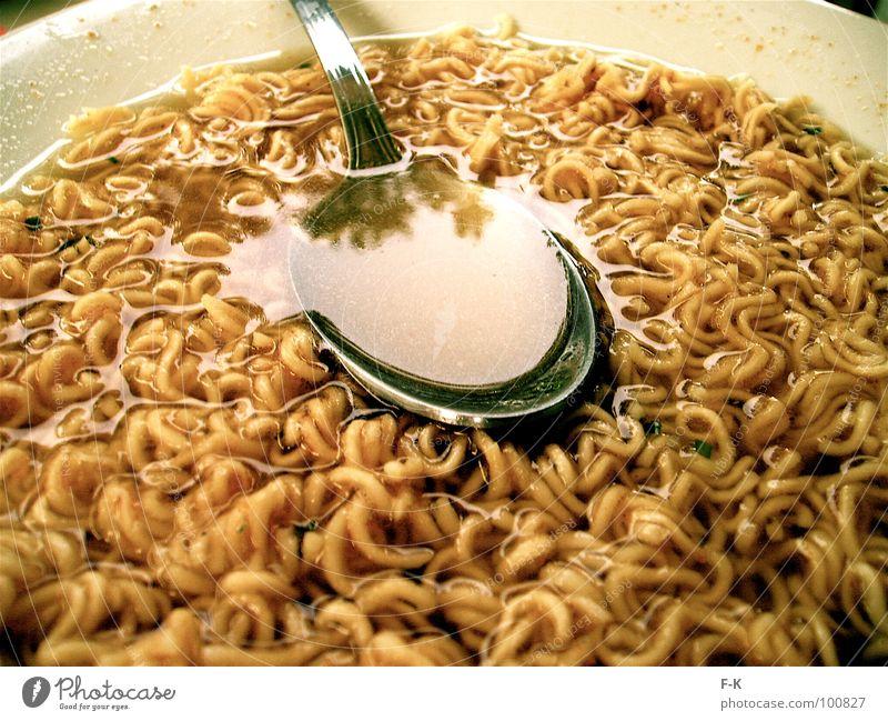 Ham ham…? Lebensmittel Ernährung lecker heiß Appetit & Hunger Teller Backwaren Teigwaren Nudeln Löffel Suppe Chinesisch Wurm Eintopf Geschirr Besteck