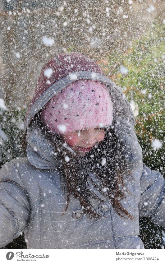 Mensch Kind Natur Landschaft Freude Mädchen Winter Gefühle Schnee Garten Kopf Kindheit Fröhlichkeit Coolness Stoff Hut