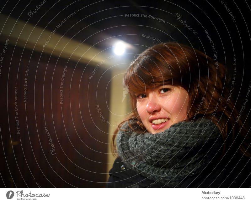 Cold days (2) Mensch Jugendliche schön weiß Junge Frau 18-30 Jahre schwarz kalt Erwachsene Gesicht Auge feminin grau Haare & Frisuren Lampe braun
