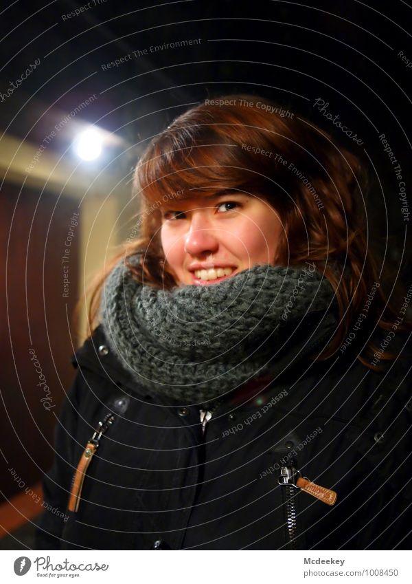 Cold days (1) Mensch Jugendliche schön weiß Junge Frau 18-30 Jahre schwarz Erwachsene Gesicht feminin grau Glück Haare & Frisuren lachen Lampe braun