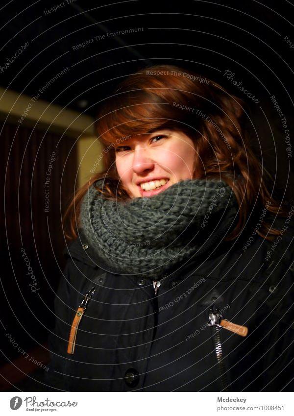 Cold days (3) Mensch Jugendliche schön weiß Junge Frau 18-30 Jahre schwarz Erwachsene Gesicht Auge feminin grau Haare & Frisuren lachen braun Kopf