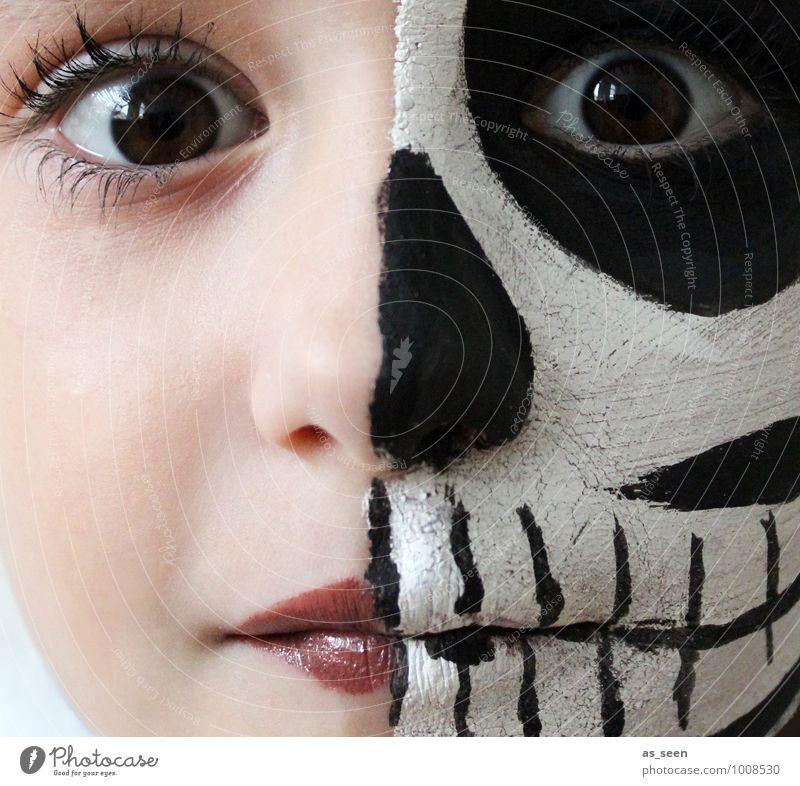Dead or alive Karneval Halloween Kindererziehung feminin Mädchen Kindheit Leben Gesicht Auge 1 Mensch 8-13 Jahre Theaterschauspiel Schauspieler Skelett Tod