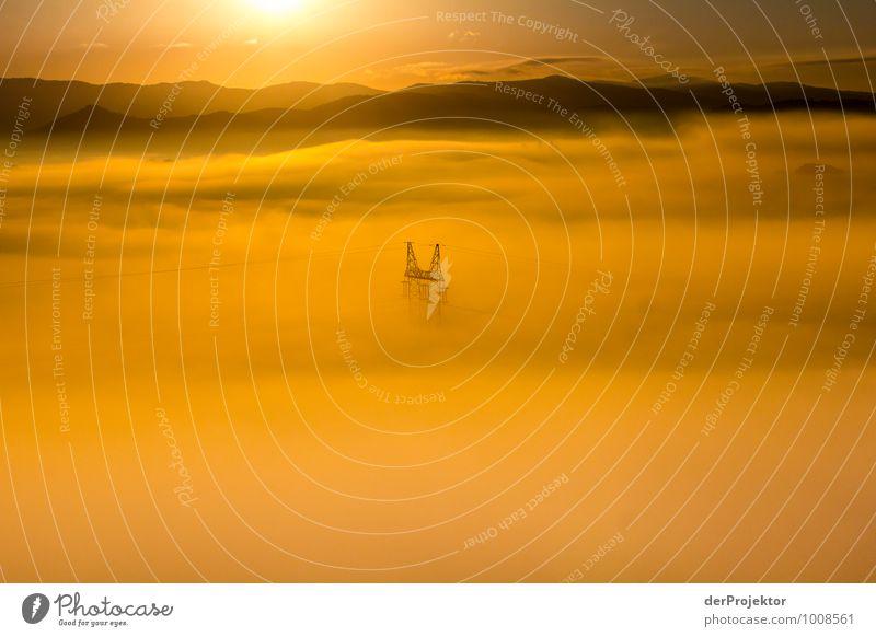 Versunken im gelben Nebelmeer Sommer Meer Landschaft Ferne Umwelt gelb Gefühle Freiheit Energiewirtschaft Nebel Wellen Tourismus authentisch Technik & Technologie Elektrizität Ausflug