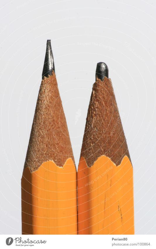 Gute Mine, Böse Mine weiß Holz 2 orange Spitze Schreibstift Bleistift matt Makroaufnahme Graphit Kohlenstoff