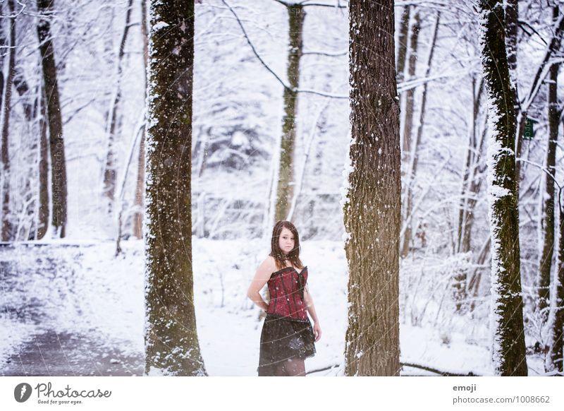 Märchen feminin Junge Frau Jugendliche 1 Mensch 18-30 Jahre Erwachsene Umwelt Natur Winter Schnee Schneefall Wald außergewöhnlich kalt Farbfoto Außenaufnahme