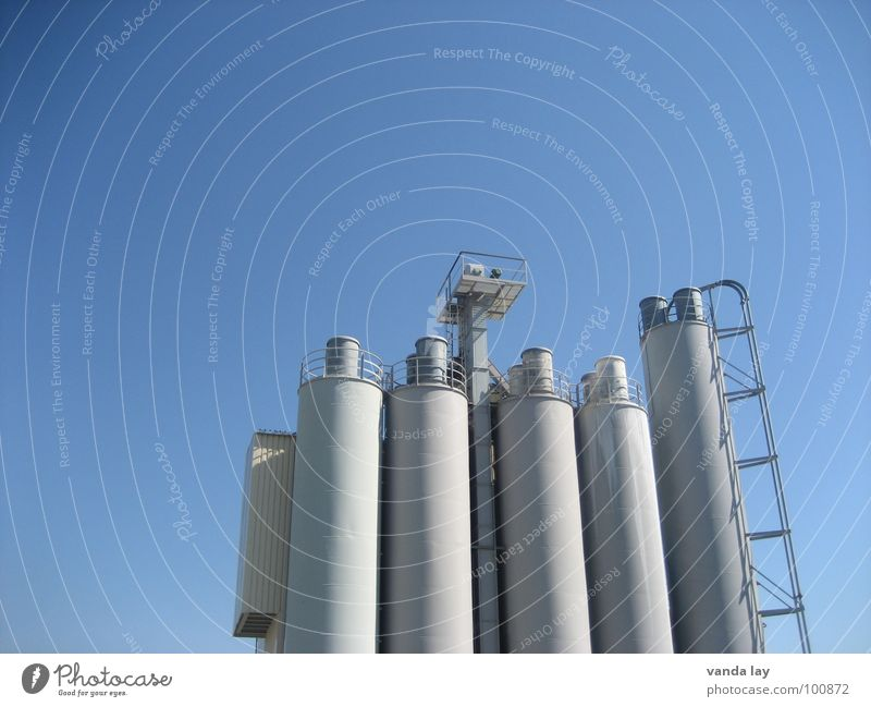 Kieswerk Himmel blau Arbeit & Erwerbstätigkeit Gebäude Beton Industrie Treppe Turm Stahl Leiter Schornstein Mittag Silo Schichtarbeit