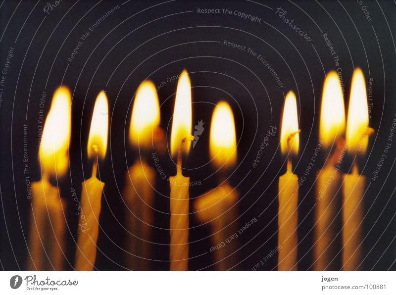 Lichter Weihnachten & Advent Winter schwarz gelb Feste & Feiern Beleuchtung orange Geburtstag Hoffnung Wunsch Kerze Tiefenschärfe blasen brennen Flamme festlich