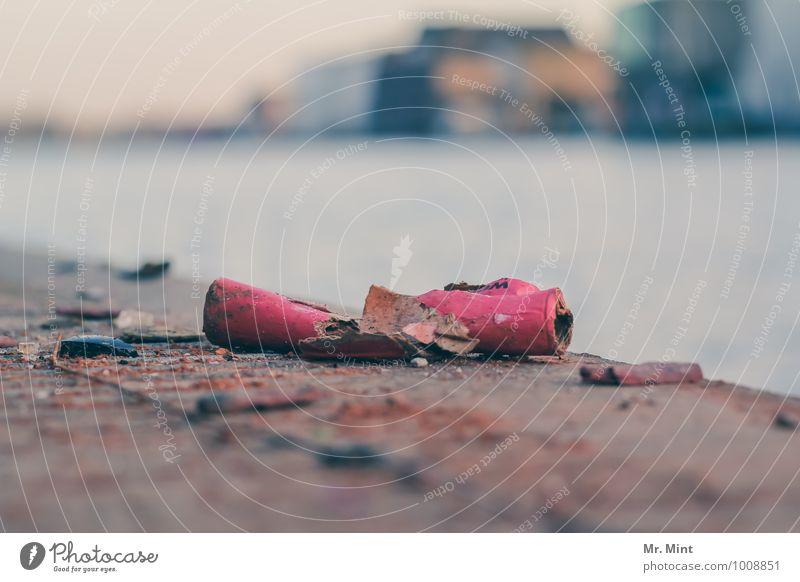 Peng. Feste & Feiern Silvester u. Neujahr Veranstaltung Küste Hafen Mauer Wand Anlegestelle Feuerwerk Knall Explosion dreckig hässlich kaputt trashig Stadt
