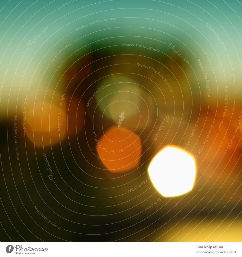 sommernachtstraum Wärme Hochhaus Fenster blau gelb grün orange türkis Sommernacht Sonnenuntergang Physik Punkt fünfeck Abend Nacht Licht Silhouette