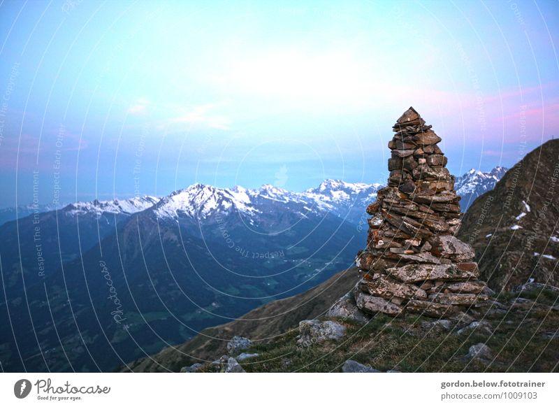 über den Bergen Natur Ferien & Urlaub & Reisen blau Landschaft ruhig Ferne kalt Berge u. Gebirge Freiheit Felsen Horizont Tourismus wandern Abenteuer Urelemente Gipfel