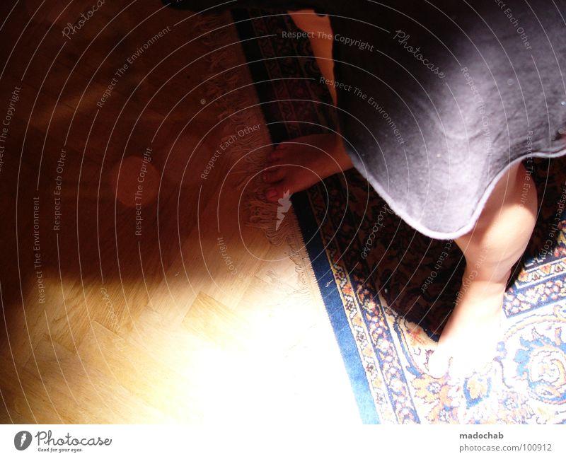UNFRIENDLY-STUDIVZ-TAKEOVER trashig Teppich Raum Parkett Fischgräte Fischgrätenmuster Muster Wohngemeinschaft Bewusstseinsstörung dreckig Fehler Zweck Kleid