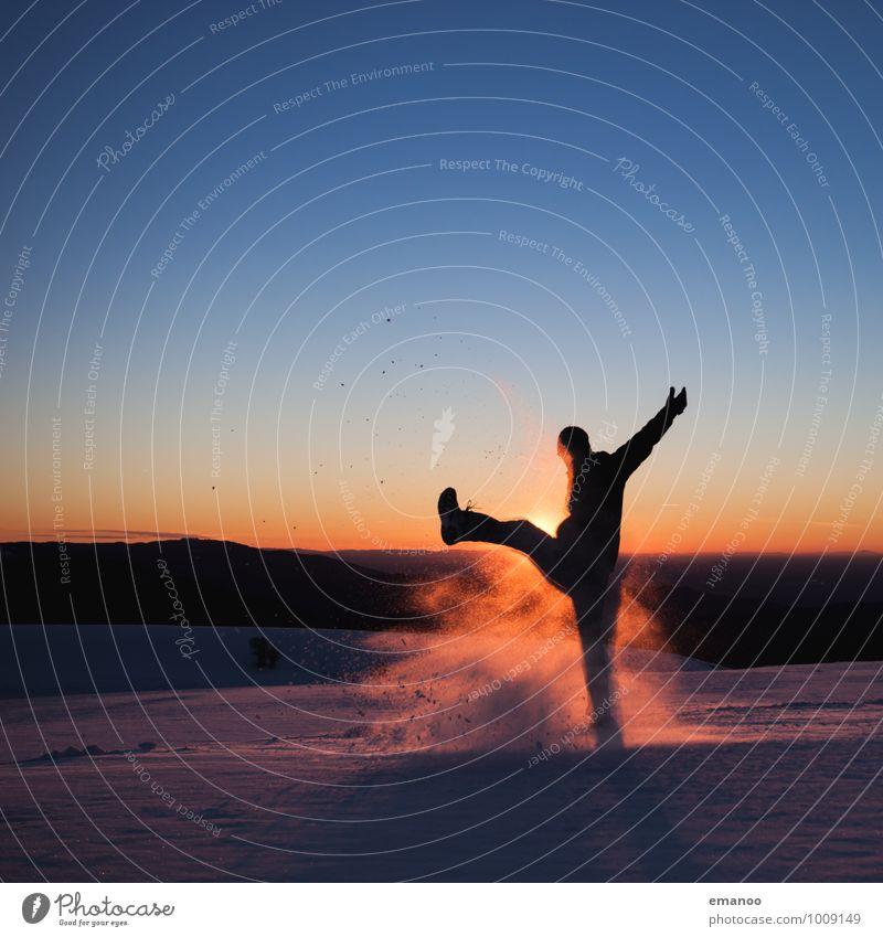 Winterkick Stil Freude Wellness Leben Wohlgefühl Ferien & Urlaub & Reisen Ferne Freiheit Schnee Winterurlaub Berge u. Gebirge Mensch maskulin Junger Mann