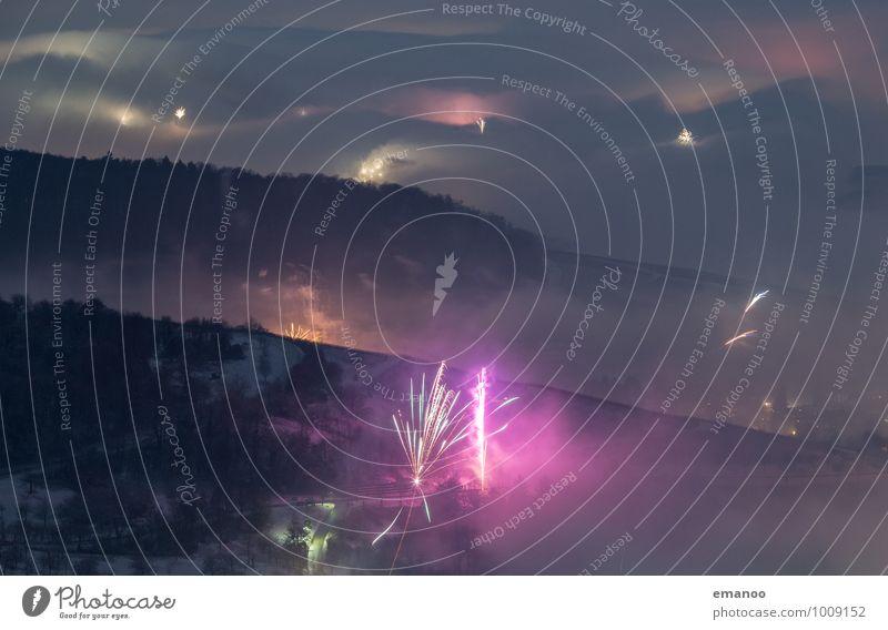 Feuerwerk im Nebel Lifestyle Ferien & Urlaub & Reisen Ausflug Berge u. Gebirge Feste & Feiern Silvester u. Neujahr Landschaft Luft Himmel Wolken Winter Wetter