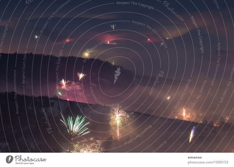 Das fängt ja gut an Berge u. Gebirge Feste & Feiern Silvester u. Neujahr Jahrmarkt Natur Landschaft Himmel Wolken Nebel Hügel Rauch dunkel mehrfarbig Feuerwerk