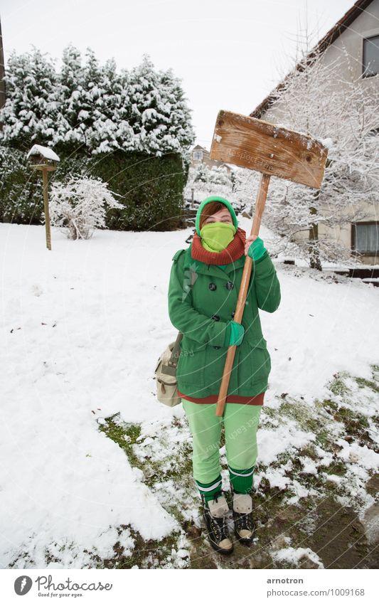 Schneegida - Weg mit der Weißen Masse Haare & Frisuren Mensch feminin Junge Frau Jugendliche 1 18-30 Jahre Erwachsene Baum Sträucher Wiese Dorf Gebäude Schal
