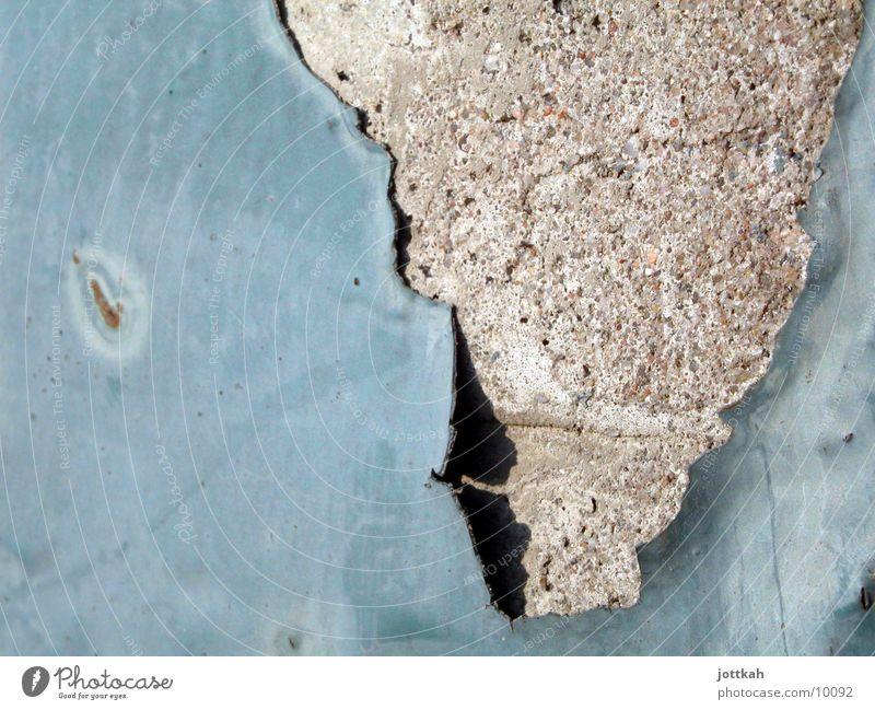 die Farbe war mal Stein alt blau Verfall Anstrich Wand Putz Fototechnik abblättern verfallen Beton Strukturen & Formen Afrika Schicht Farbfoto Nahaufnahme
