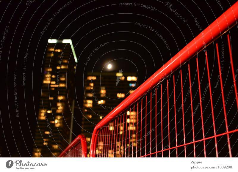 Canary Wharf Ferien & Urlaub & Reisen rot schwarz Fenster gelb Gebäude Arbeit & Erwerbstätigkeit Freizeit & Hobby Häusliches Leben modern Hochhaus Perspektive groß hoch Kommunizieren Kultur