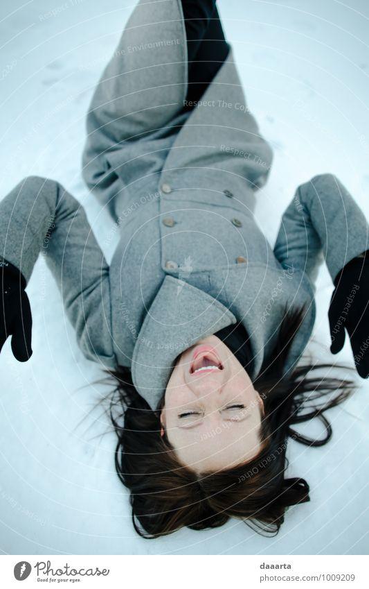 Winterspaß Lifestyle Freude Schminke Leben harmonisch Freizeit & Hobby Spielen Ausflug Abenteuer Feste & Feiern Flirten feminin Natur Schnee krabbeln Lächeln