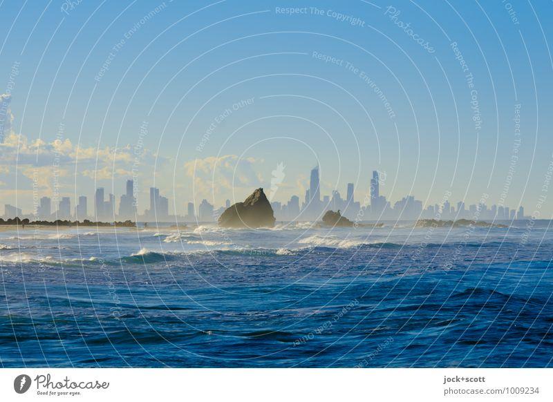azure world blau Wasser Erholung Meer ruhig Ferne natürlich außergewöhnlich Felsen Horizont träumen modern Hochhaus Kitsch Sehnsucht Skyline