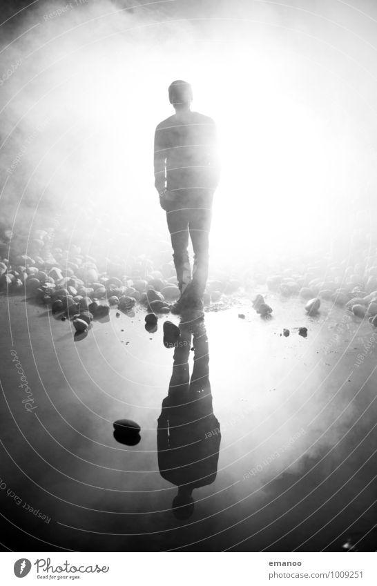 Lichtgestalt Lifestyle Stil Freude Mensch maskulin Junger Mann Jugendliche Körper 1 Luft Wasser Nebel Felsen Küste Seeufer Teich Stein Rauch stehen dunkel hell
