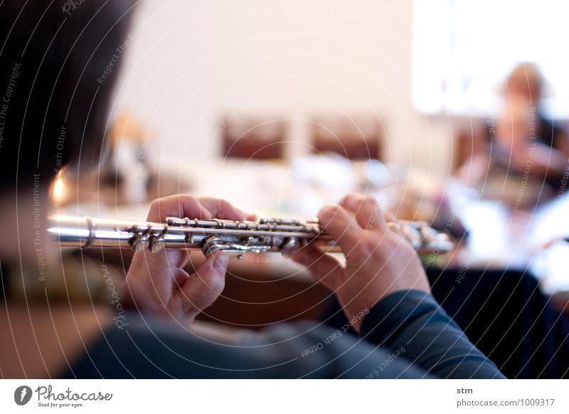 hausmusik III elegant Freizeit & Hobby Häusliches Leben Wohnung feminin Frau Erwachsene Hand Finger 1 Mensch 45-60 Jahre Kunst Künstler Kultur Musik Musik hören