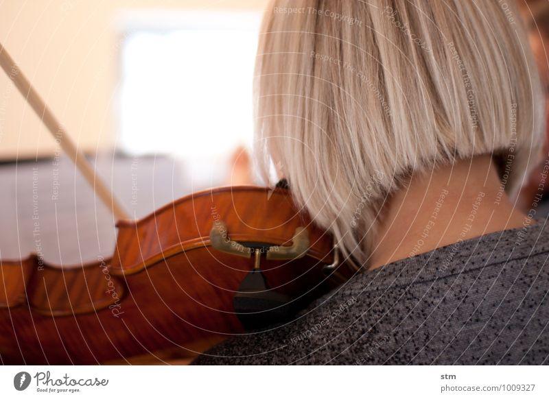 hausmusik IV schön Haare & Frisuren Freizeit & Hobby Häusliches Leben Wohnung feminin Junge Frau Jugendliche Erwachsene Kopf Hals 1 Mensch 18-30 Jahre Kunst