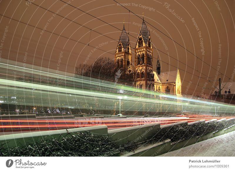 Freiburg Winternacht Stadt Architektur Bewegung Schnee Religion & Glaube Deutschland Verkehr Geschwindigkeit Europa Kirche fahren Bauwerk Wahrzeichen