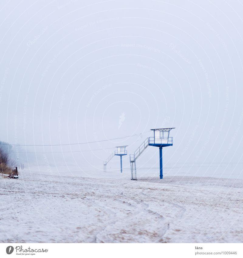 Wächter Himmel blau Einsamkeit Strand Winter Umwelt Küste Schnee Wege & Pfade Sand Erde Nebel Tourismus Insel einzigartig Frost