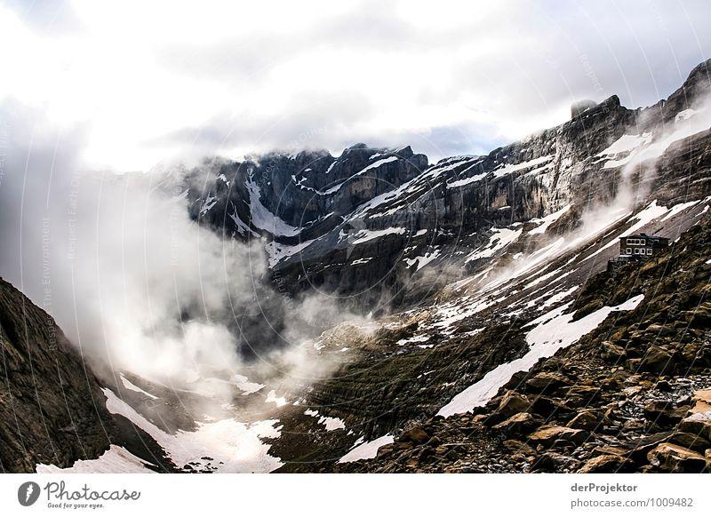 Unwetter zieht auf Natur Ferien & Urlaub & Reisen Pflanze Landschaft Ferne Umwelt Berge u. Gebirge Gefühle Schnee Glück Freiheit Felsen Nebel Tourismus wandern