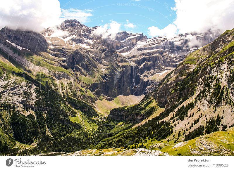 Panorama mit Wasserfall Natur Ferien & Urlaub & Reisen Pflanze Sommer Landschaft Wolken Freude Ferne Umwelt Berge u. Gebirge Gefühle Wiese Schnee Glück Freiheit