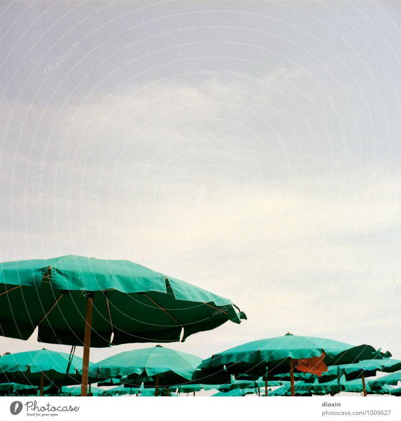 La dolce vita Himmel Ferien & Urlaub & Reisen Sommer Erholung Meer Wolken Strand Küste Zufriedenheit Tourismus Klima Lebensfreude Schönes Wetter Sonnenbad