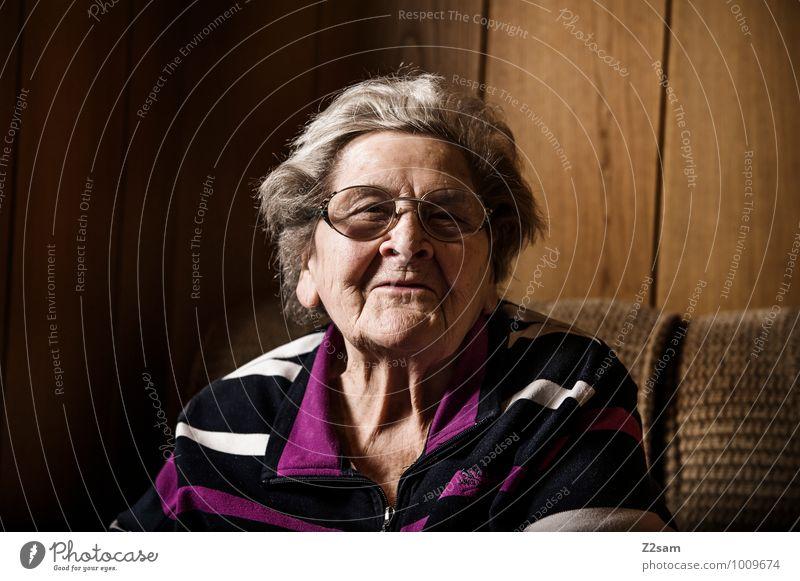 OMA Frau alt Leben Senior feminin sprechen natürlich Glück Gesundheit lachen Familie & Verwandtschaft Zufriedenheit 60 und älter Fröhlichkeit Lächeln