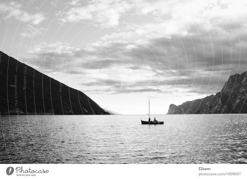 Der letzte Fischer Mensch Himmel Natur Ferien & Urlaub & Reisen Sommer Erholung Einsamkeit Landschaft ruhig Wolken Ferne Umwelt Berge u. Gebirge Freiheit See