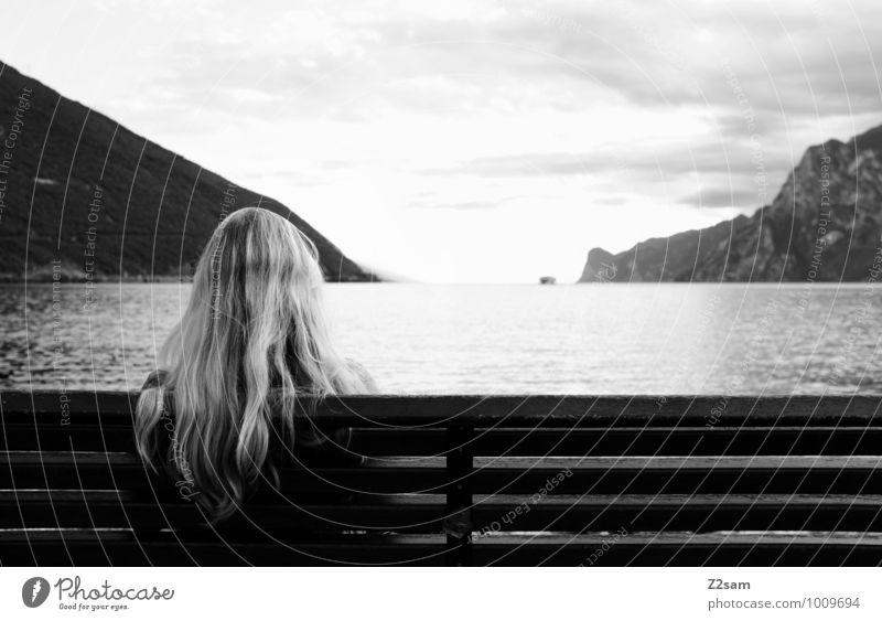 Goethes Platzerl Himmel Natur Ferien & Urlaub & Reisen Jugendliche Sommer Junge Frau Erholung Landschaft Umwelt Erwachsene Berge u. Gebirge feminin natürlich