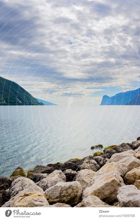 Lago di Garda Umwelt Natur Landschaft Himmel Wolken Sonnenaufgang Sonnenuntergang Sommer Schönes Wetter Felsen Berge u. Gebirge Seeufer Unendlichkeit nachhaltig
