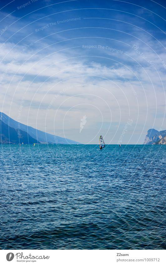 Lago di Garda Mensch Himmel Natur Ferien & Urlaub & Reisen Sommer Erholung Landschaft ruhig Wolken Berge u. Gebirge Stil Sport See Horizont Lifestyle