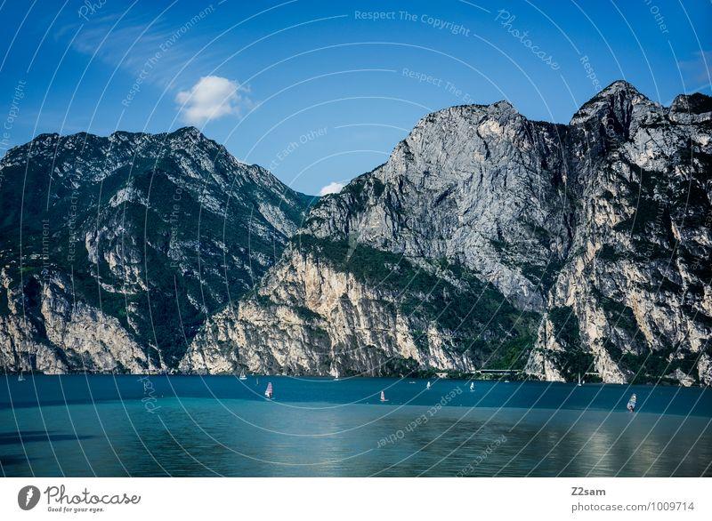 Lago di Garda Umwelt Natur Landschaft Wasser Himmel Sommer Schönes Wetter Felsen Alpen Berge u. Gebirge See Ferne groß nachhaltig natürlich blau Erholung
