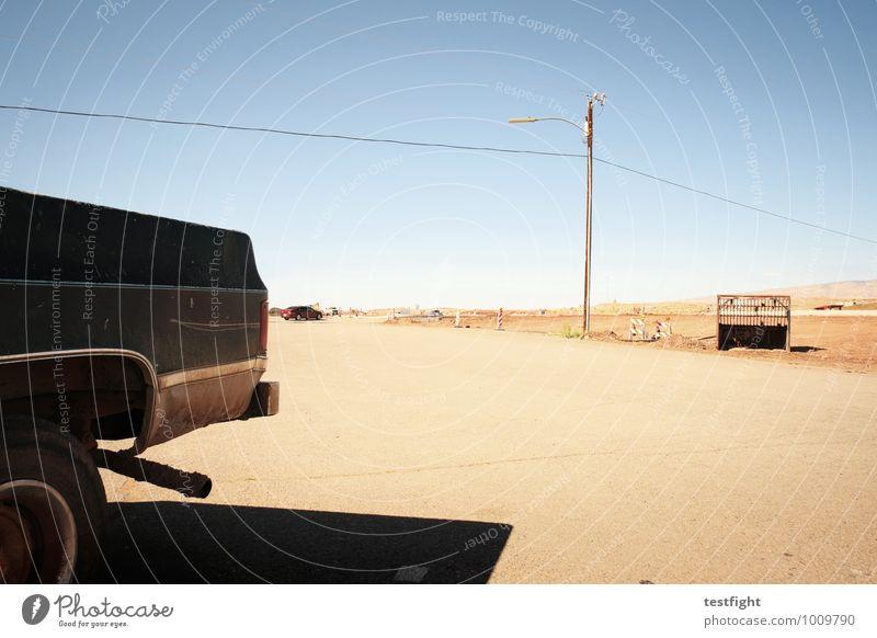 starlight walker Verkehr Verkehrsmittel Verkehrswege Autofahren Straße Straßenkreuzung PKW Coolness Abenteuer unterwegs Freiheit Route 66 USA heiß Wüste Wärme