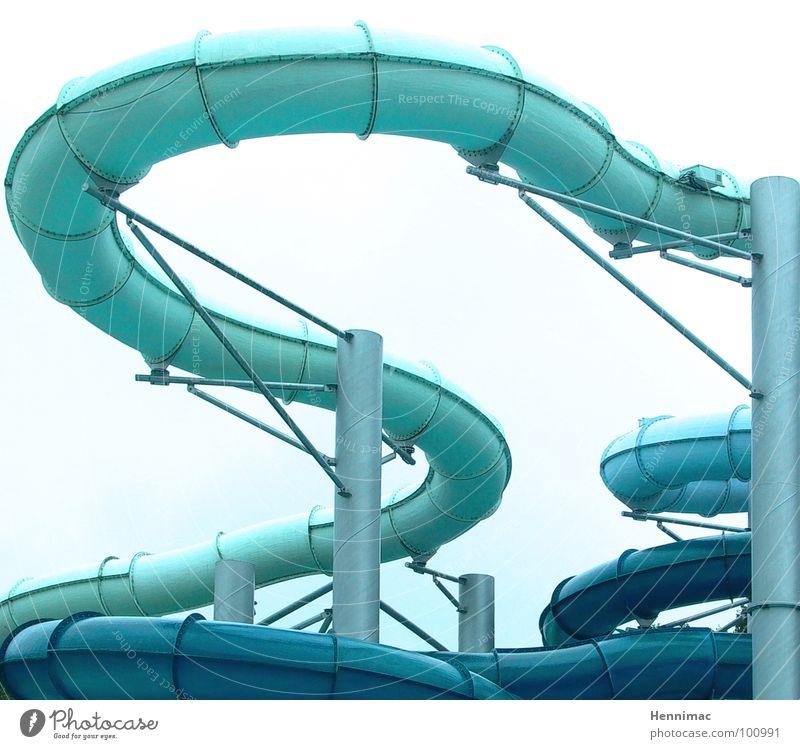 Wasserschlange. Rutsche Schwimmbad Schlauch Röhren Bad Freude Aktion Kurve Schlangenlinie rund Geschwindigkeit lustig durcheinander blau hell-blau Zickzack