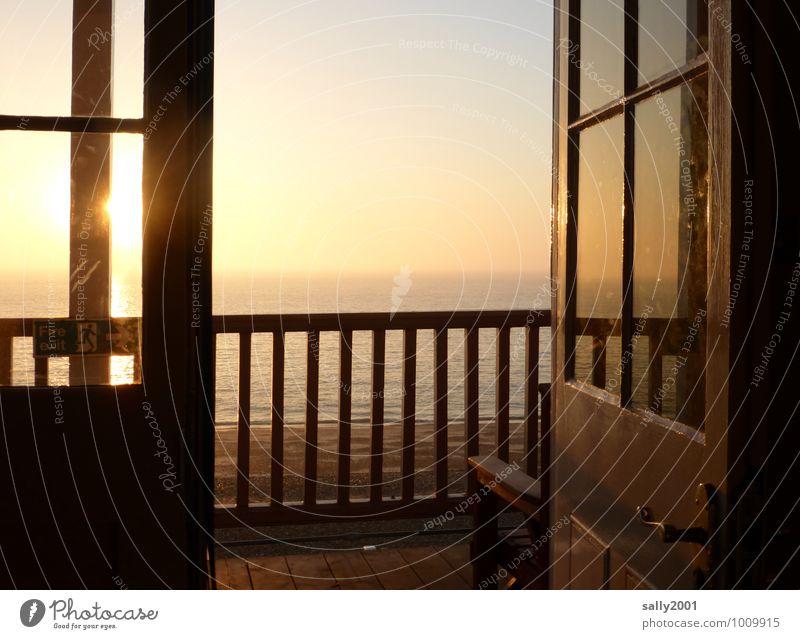 Guten Morgen Sonne... Wolkenloser Himmel Sonnenaufgang Sonnenuntergang Sonnenlicht Strand Meer Balkon Terrasse Fenster Tür Geländer beobachten Erholung leuchten