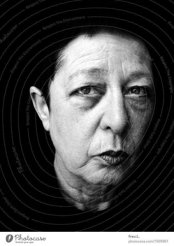 Veilchen Gesundheit Mensch feminin Frau Erwachsene Weiblicher Senior Gesicht 1 60 und älter schwarzhaarig kurzhaarig Blick alt außergewöhnlich Krankheit Gefühle