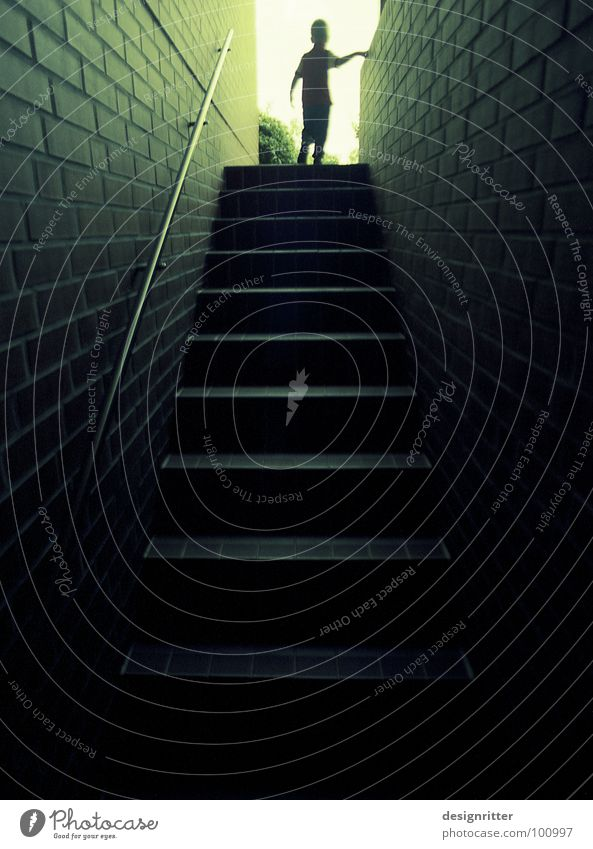 Das Licht 4 dunkel oben Wege & Pfade hell Horizont hoch Hoffnung Treppe unten Richtung aufwärts positiv aufsteigen Keller Ausgang