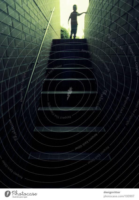 Das Licht 4 Keller unten aufsteigen dunkel auftauchen Hoffnung Horizont positiv Optimismus Optimist Ausweg Ausgang Orientierung Richtung Treppe oben hoch