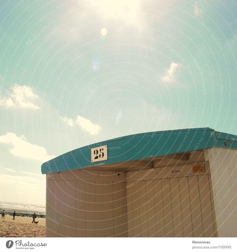 Schattenspender No. 25 Sommer Ferien & Urlaub & Reisen Strandkorb Physik Holz Licht Sonne Himmel Wärme Strandhäuschen blau Reflexion & Spiegelung Detailaufnahme